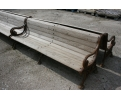 Banco de hierro de fundición con asiento de madera