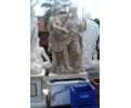 Escultura con peana dos personajes de estilo romano realizado en mármol