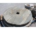 Piedra de molino antigua realizada en granito
